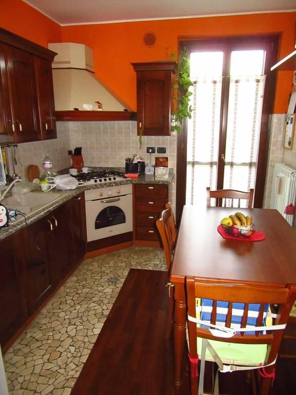 Appartamento in buone condizioni in vendita Rif. 8241102