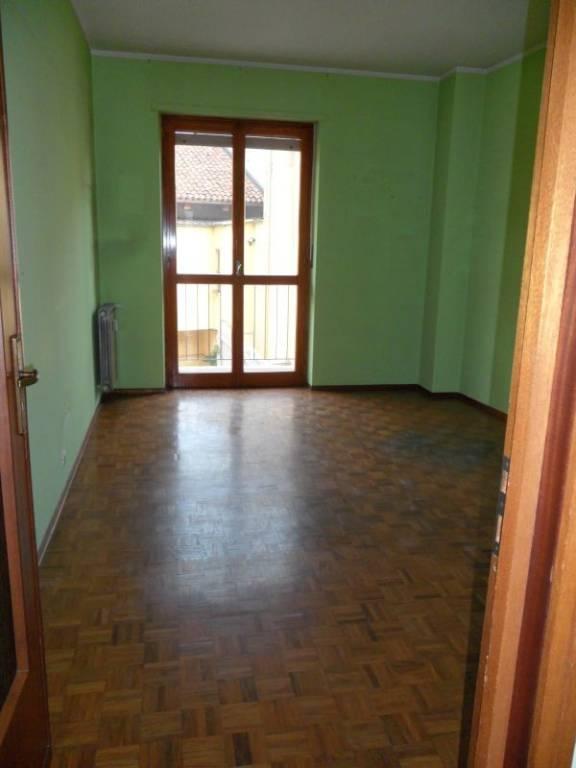 Appartamento in buone condizioni in affitto Rif. 8243165