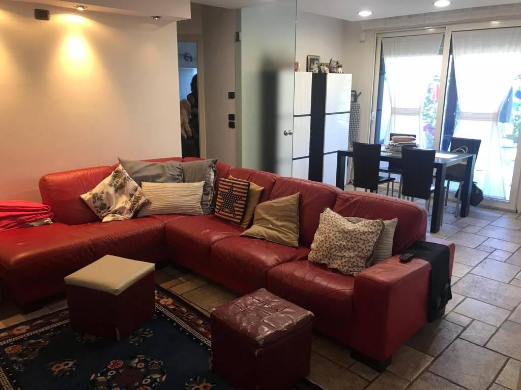 Appartamento in buone condizioni in vendita Rif. 8245425