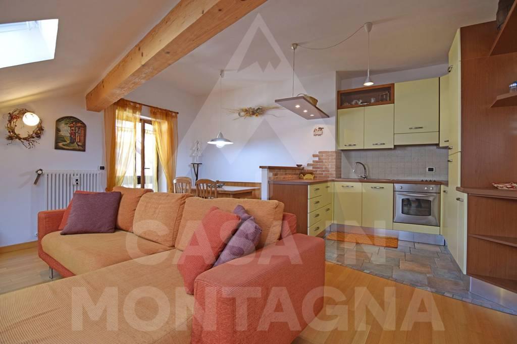 Appartamento in ottime condizioni arredato in affitto Rif. 8271455