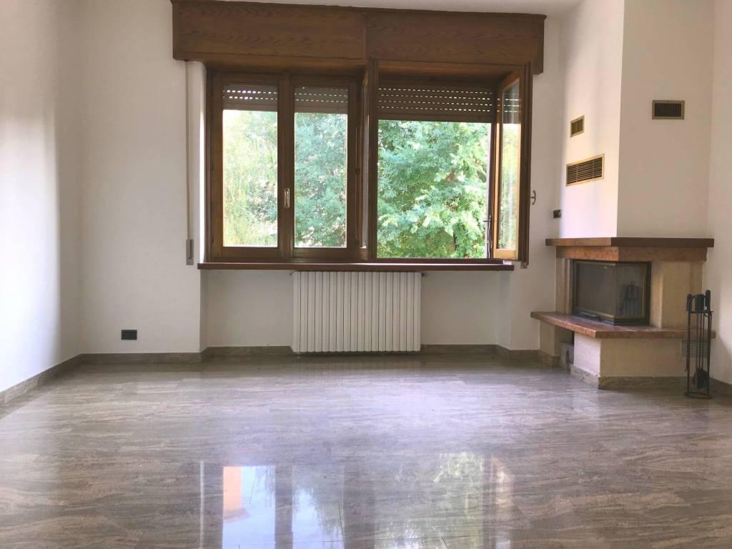 Appartamento in ottime condizioni in affitto Rif. 8241007