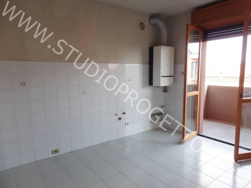 Appartamento in ottime condizioni in affitto Rif. 8243572