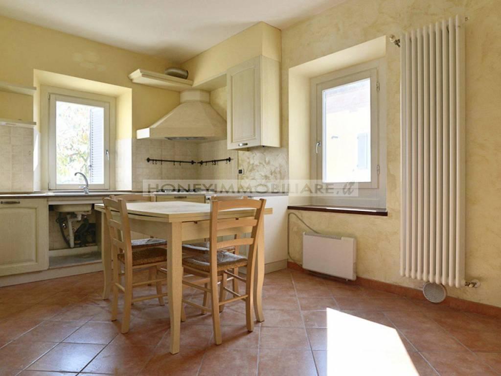 Appartamento parzialmente arredato in vendita Rif. 8240616