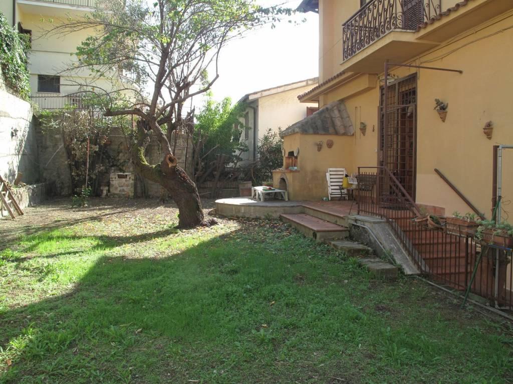 Appartamento in buone condizioni parzialmente arredato in affitto Rif. 8239458