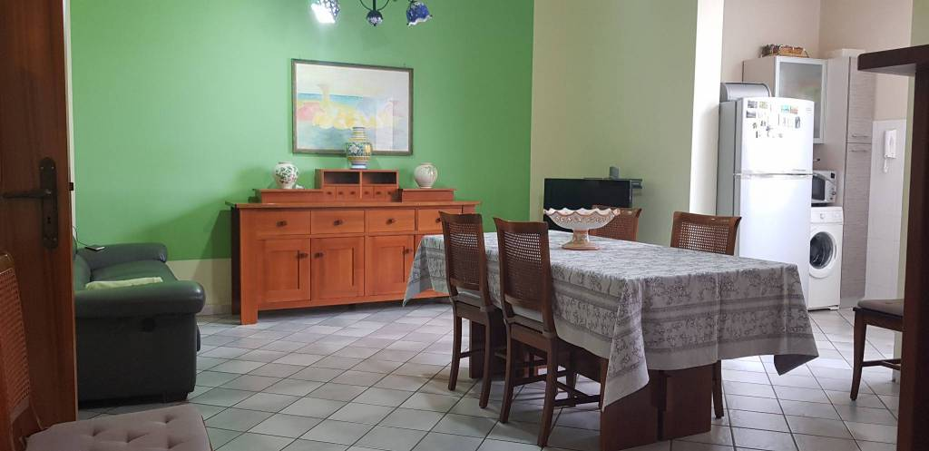 Appartamento in buone condizioni in vendita Rif. 8245006