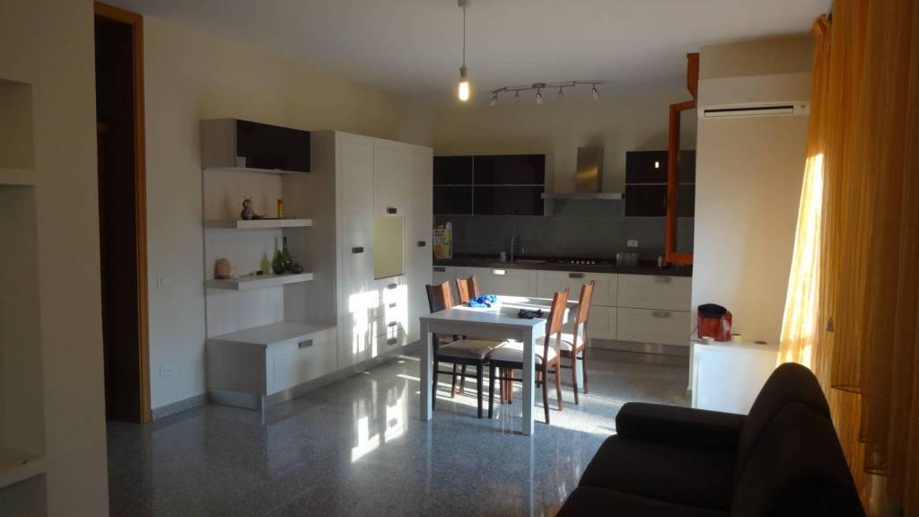 Appartamento in buone condizioni in vendita Rif. 8246489