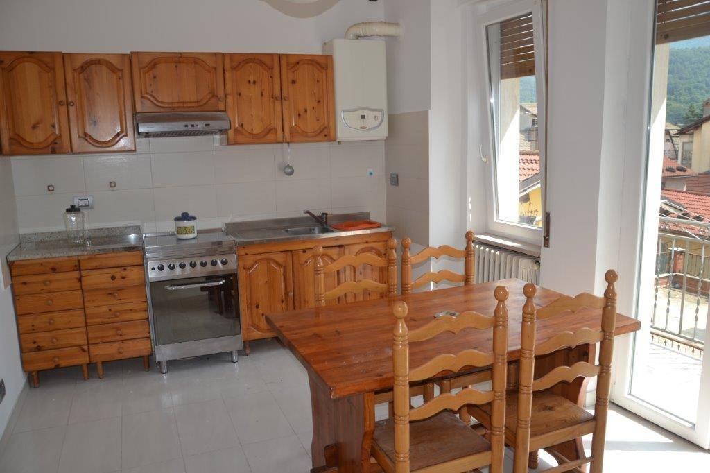 Appartamento in buone condizioni arredato in vendita Rif. 8243095