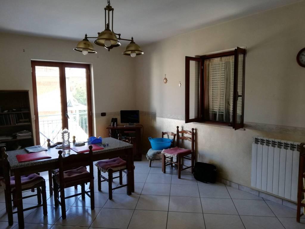 Appartamento in buone condizioni in vendita Rif. 8241567