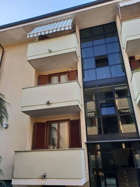 Appartamento in buone condizioni in vendita Rif. 8240825