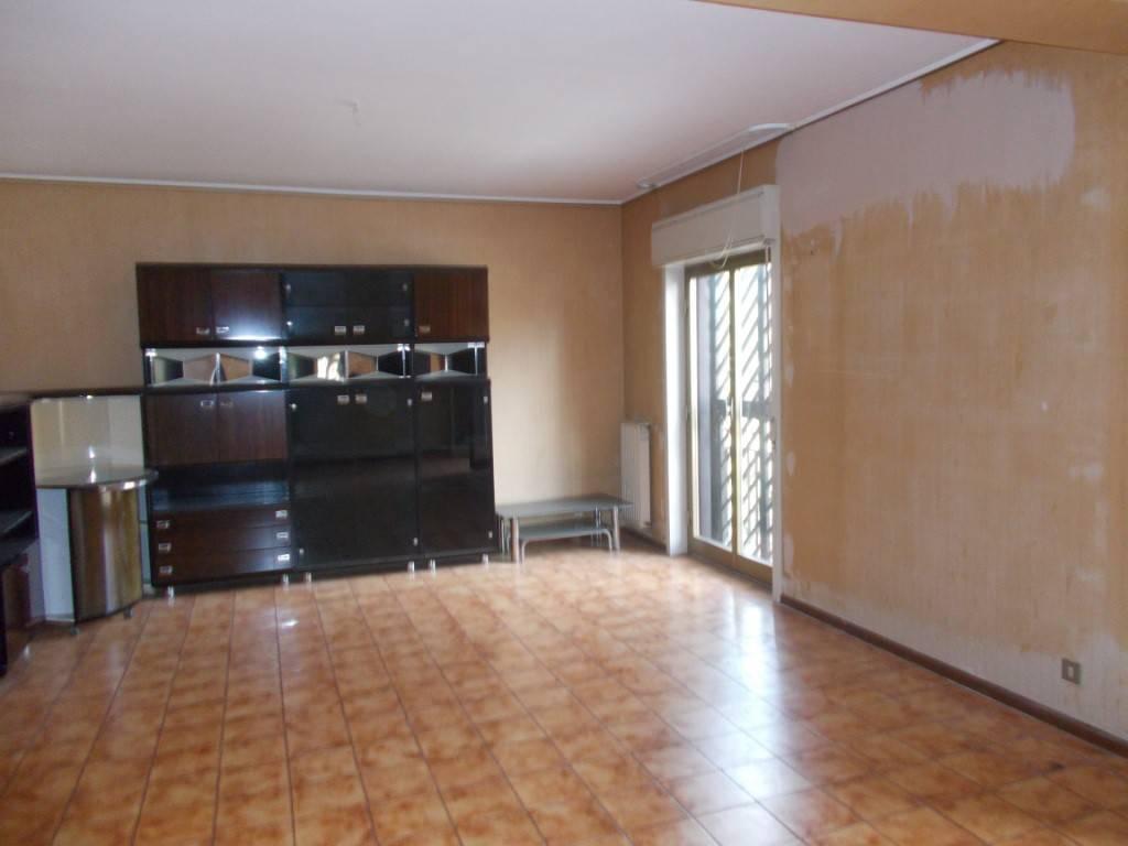 Appartamento in buone condizioni in vendita Rif. 8244219