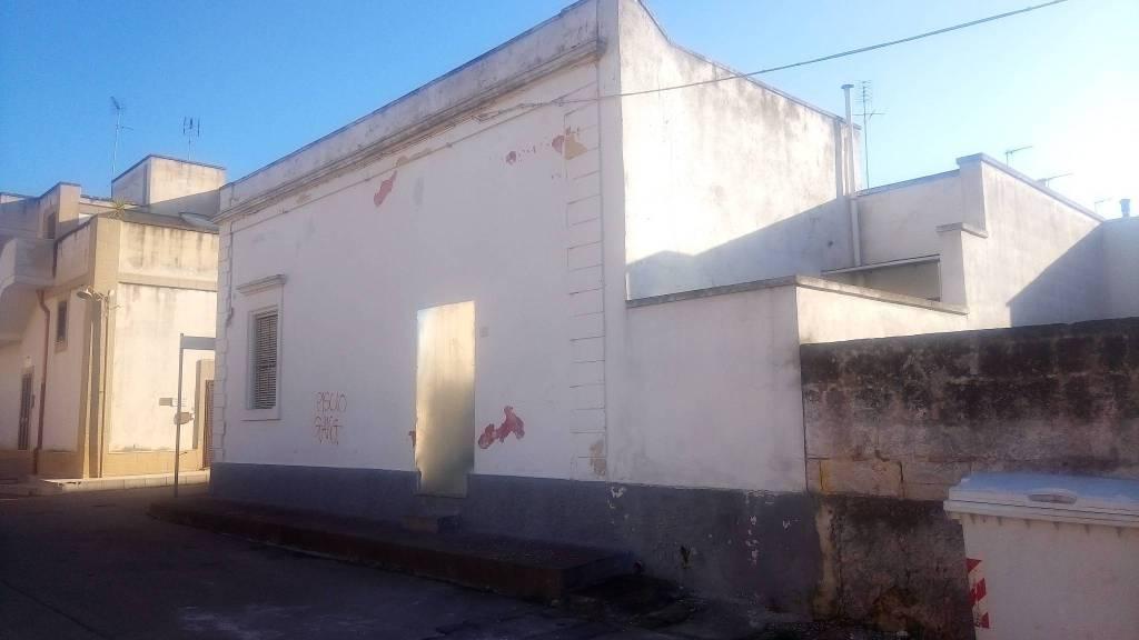 Appartamento da ristrutturare in vendita Rif. 8240612