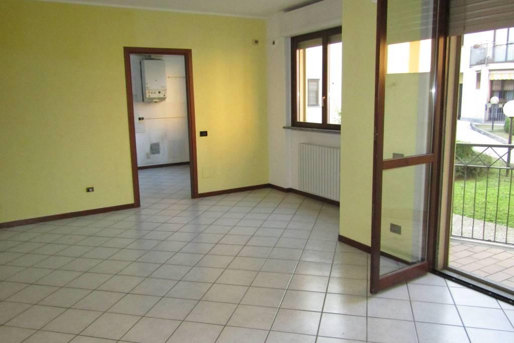 Appartamento in ottime condizioni in vendita Rif. 8241268