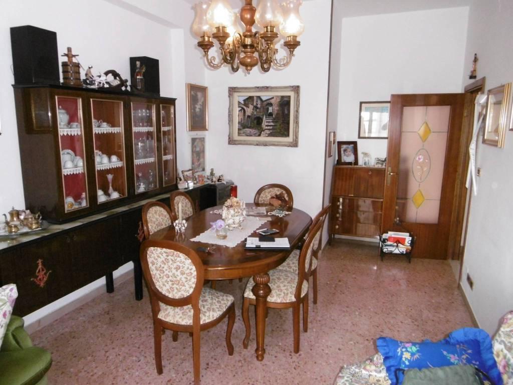 Appartamento in buone condizioni parzialmente arredato in vendita Rif. 8240601