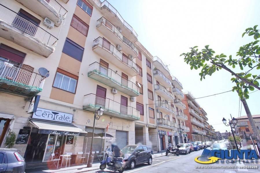 Appartamento in buone condizioni in vendita Rif. 8241044