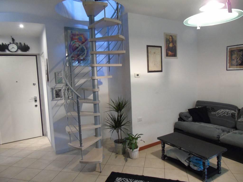 Appartamento in ottime condizioni parzialmente arredato in vendita Rif. 8239865