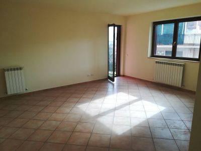 Appartamento in ottime condizioni in affitto Rif. 8247270