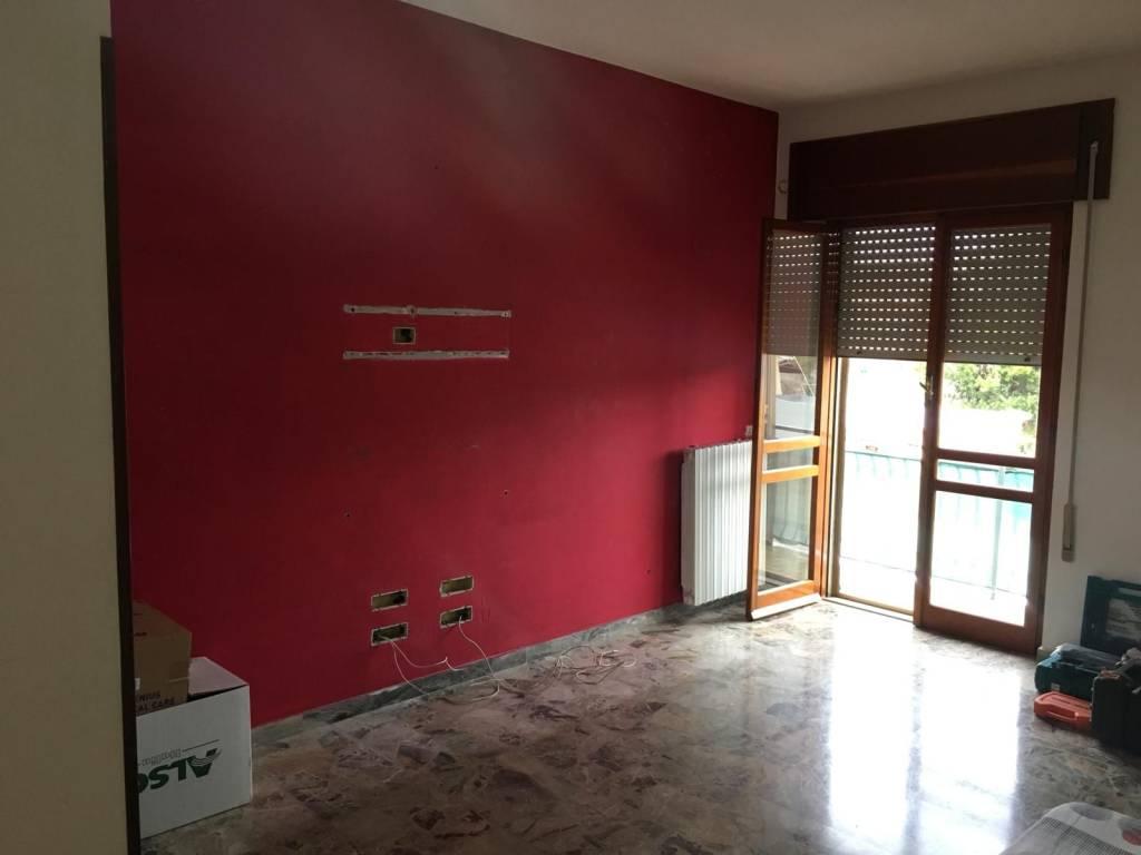 Appartamento in buone condizioni in affitto Rif. 8243208