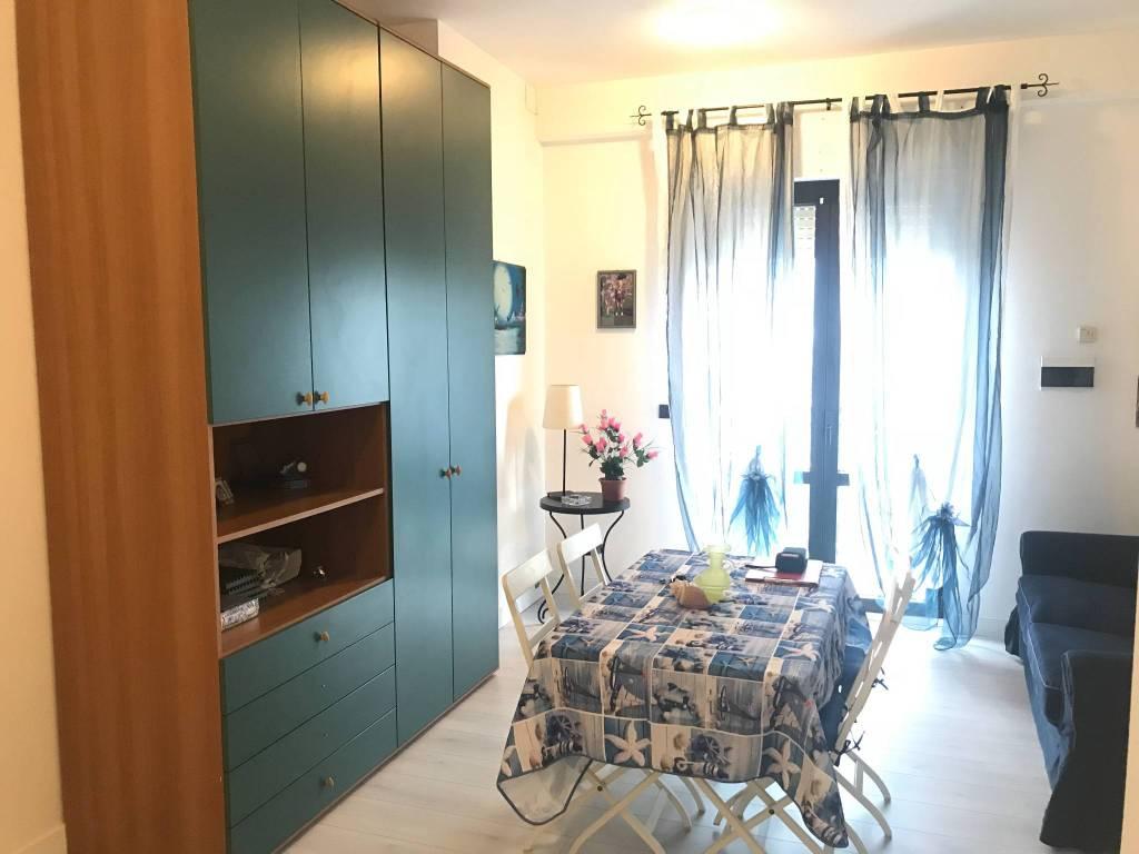 Appartamento in buone condizioni arredato in vendita Rif. 8245437