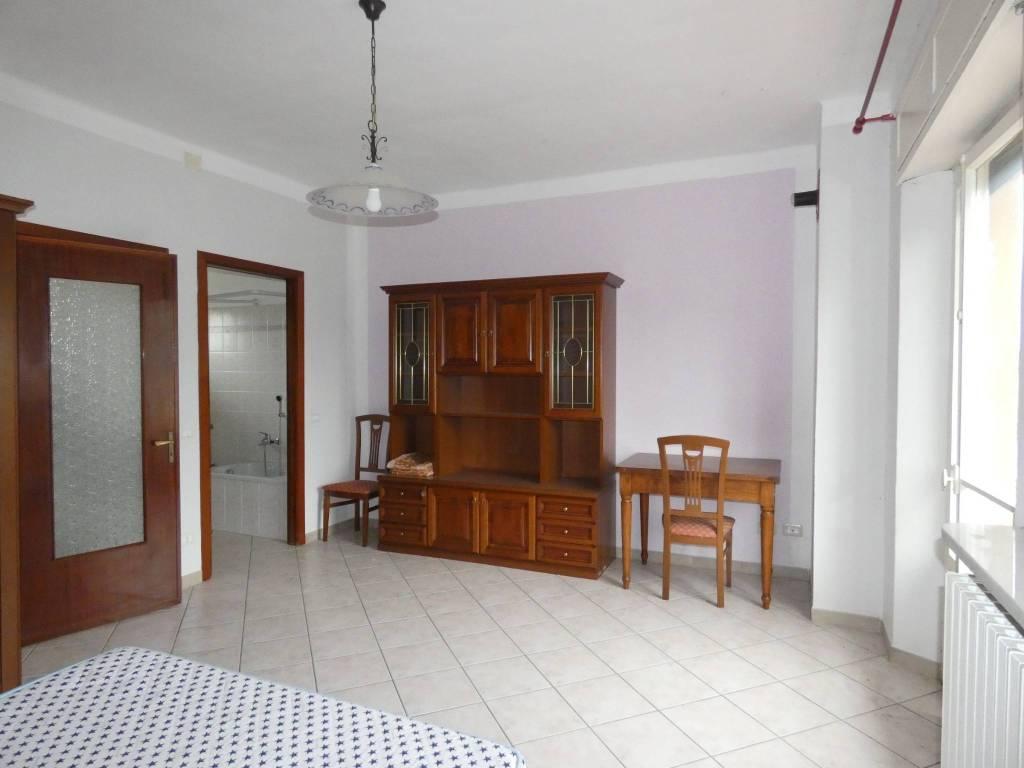 Appartamento in ottime condizioni arredato in vendita Rif. 8244596