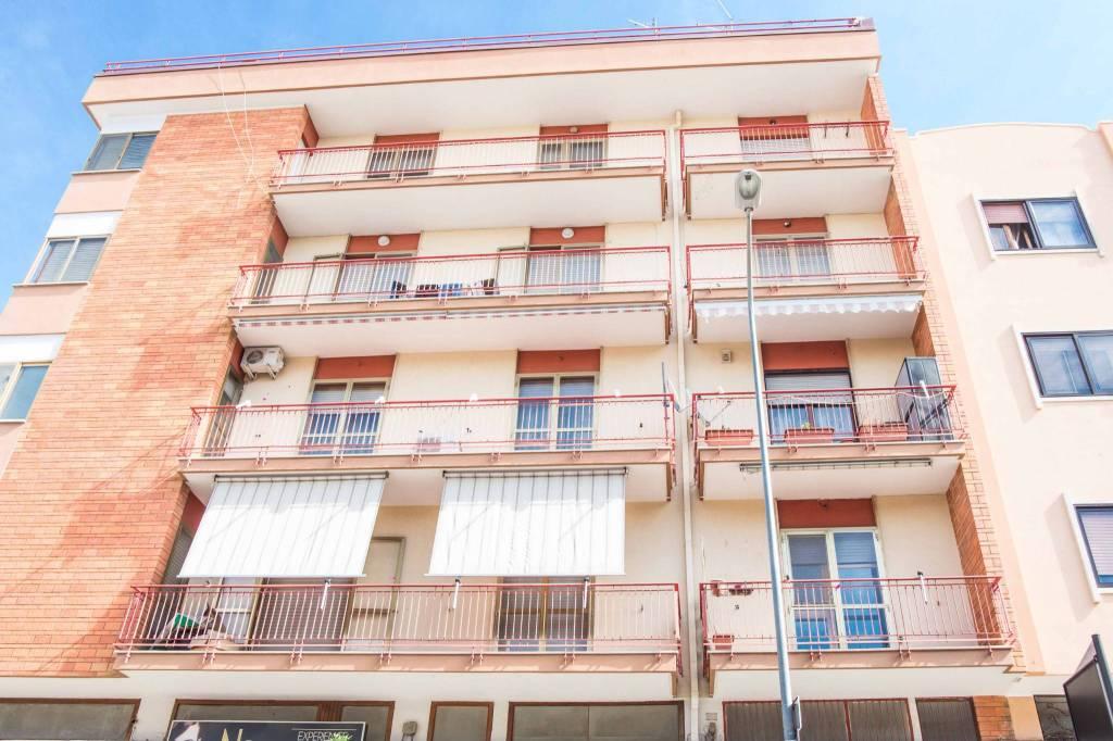Appartamento in buone condizioni in vendita Rif. 8243248