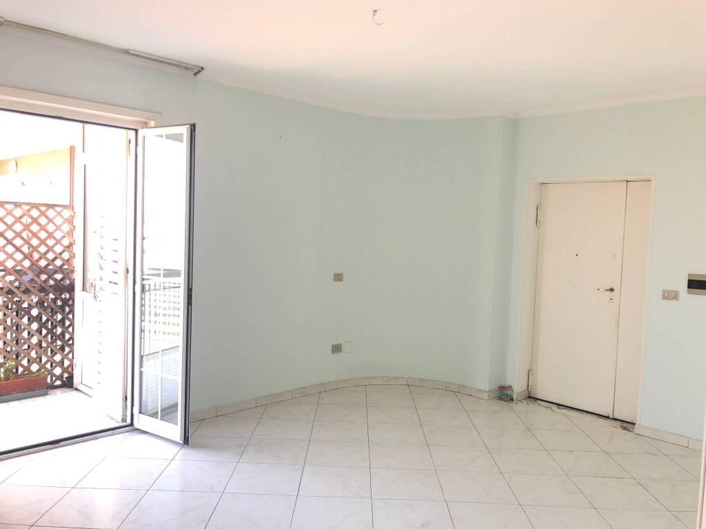 Appartamento in buone condizioni in affitto Rif. 8239535
