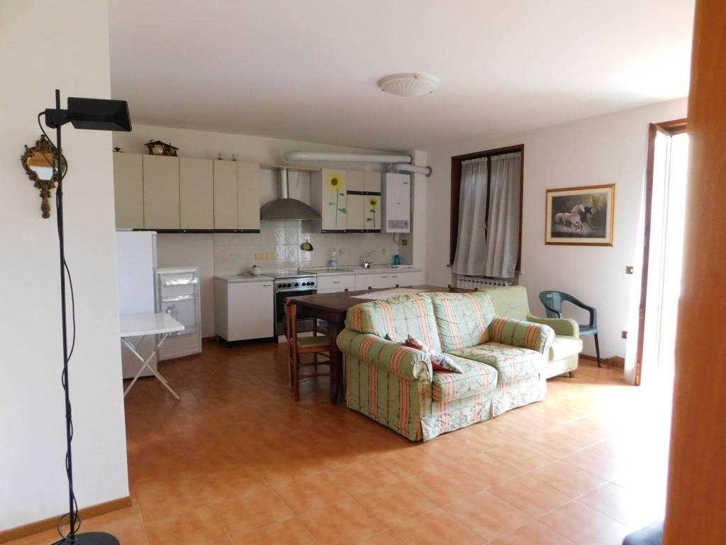 Appartamento in buone condizioni in vendita Rif. 8243609