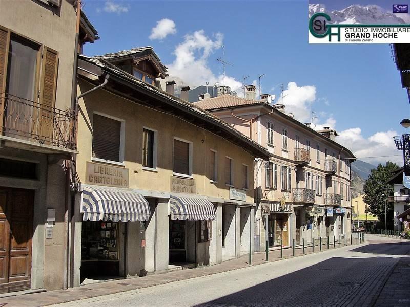 Appartamento in buone condizioni arredato in affitto Rif. 8240517