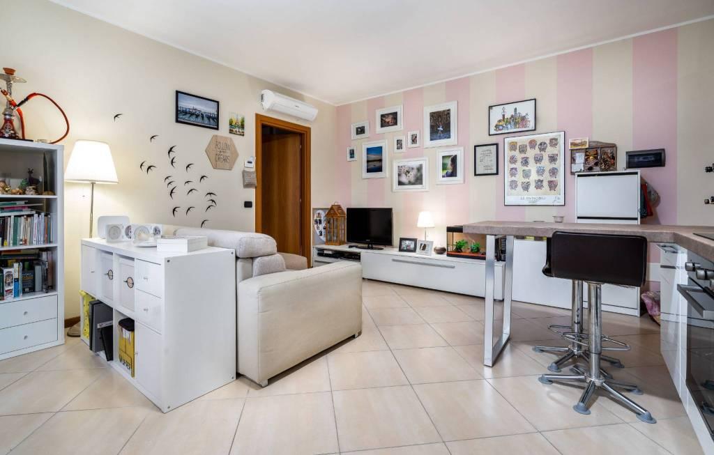 Appartamento in ottime condizioni parzialmente arredato in vendita Rif. 8239571