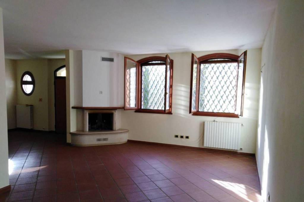 Villa a Schiera in affitto a Bologna, 6 locali, prezzo € 1.600 | CambioCasa.it