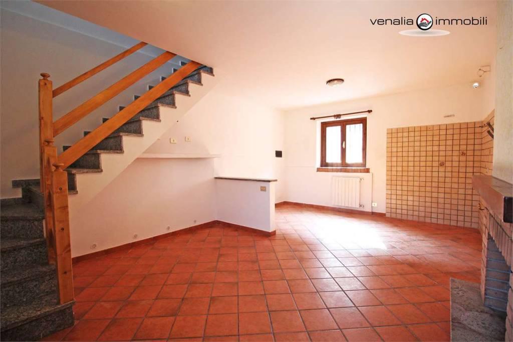 Appartamento in ottime condizioni in vendita Rif. 9306583