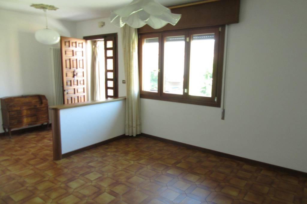 Appartamento in buone condizioni parzialmente arredato in vendita Rif. 8258558