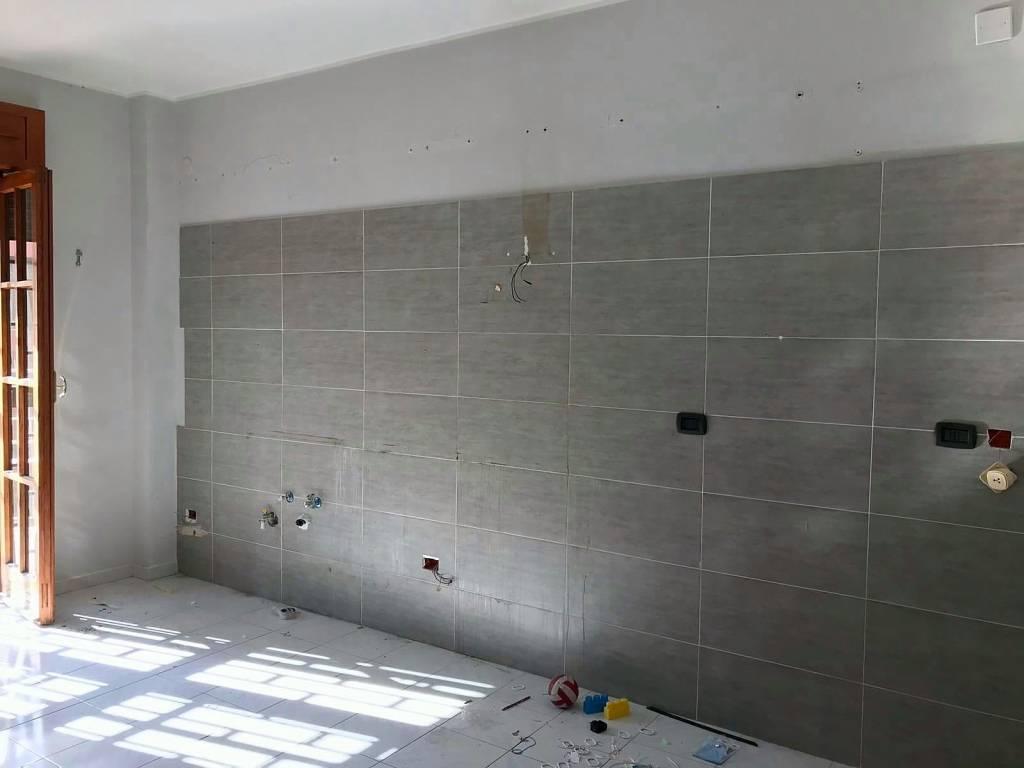 Appartamento in buone condizioni in affitto Rif. 8253949