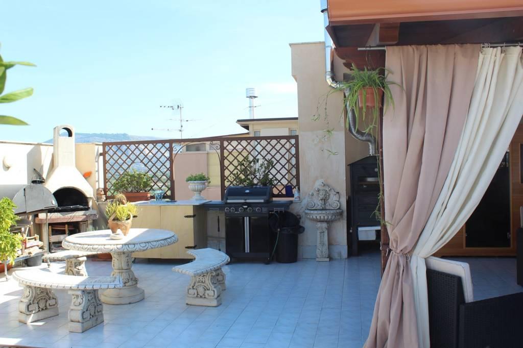 Appartamento in ottime condizioni in vendita Rif. 8258232