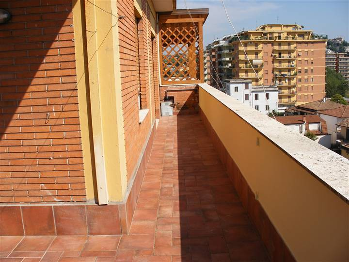 Attico / Mansarda in buone condizioni parzialmente arredato in affitto Rif. 8256901