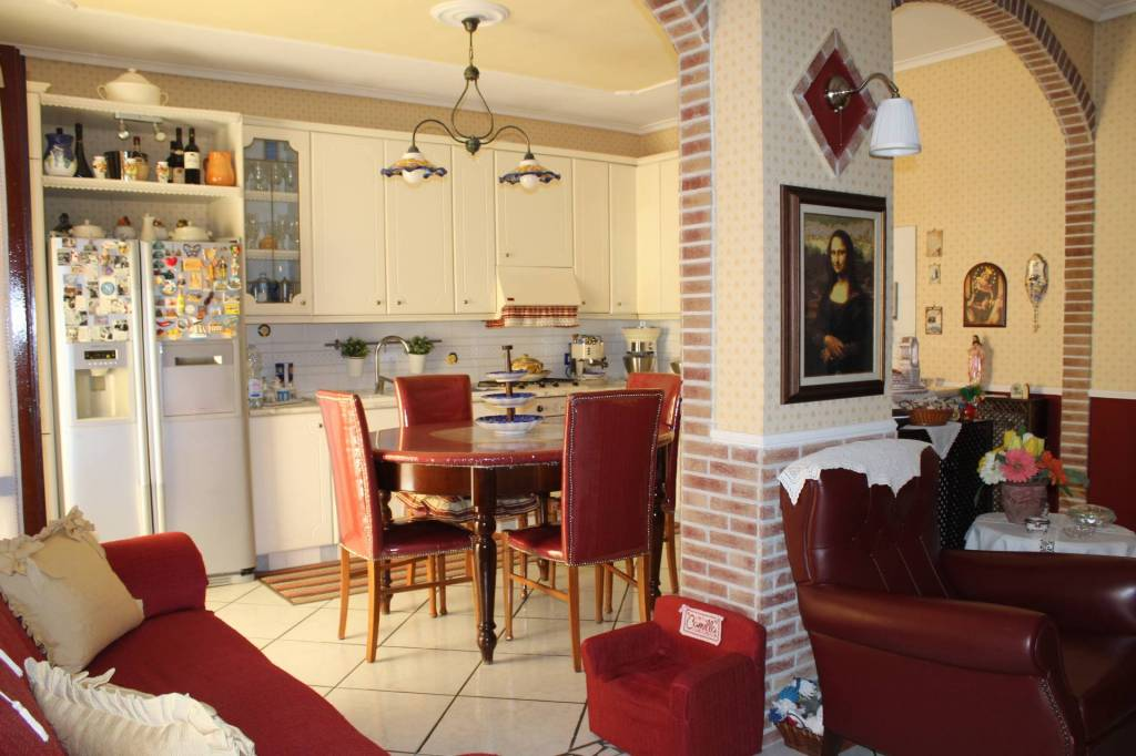 Appartamento in ottime condizioni in vendita Rif. 8254914