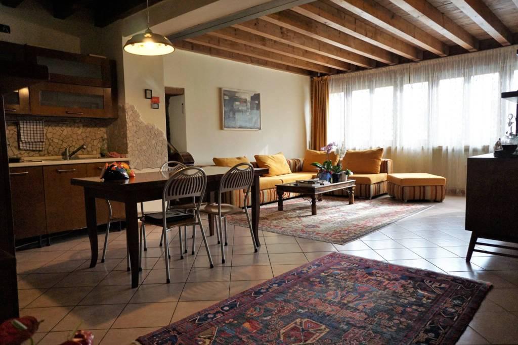 Appartamento in ottime condizioni in vendita Rif. 8254092