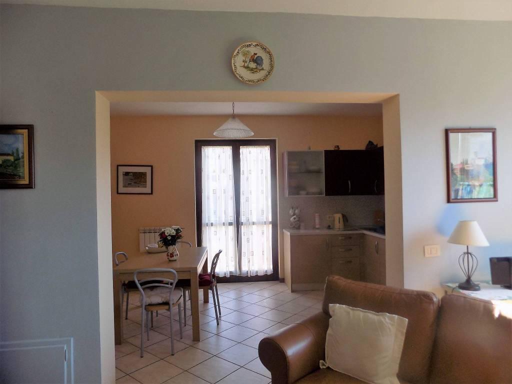 Appartamento in ottime condizioni parzialmente arredato in vendita Rif. 8258441