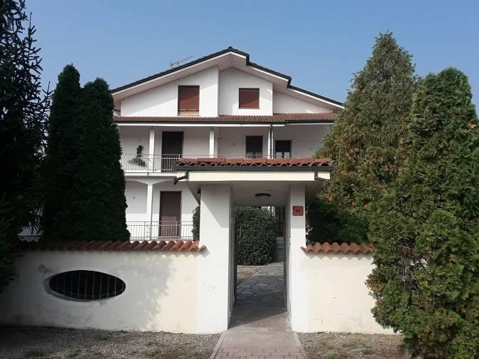 Villa in buone condizioni in vendita Rif. 8257204