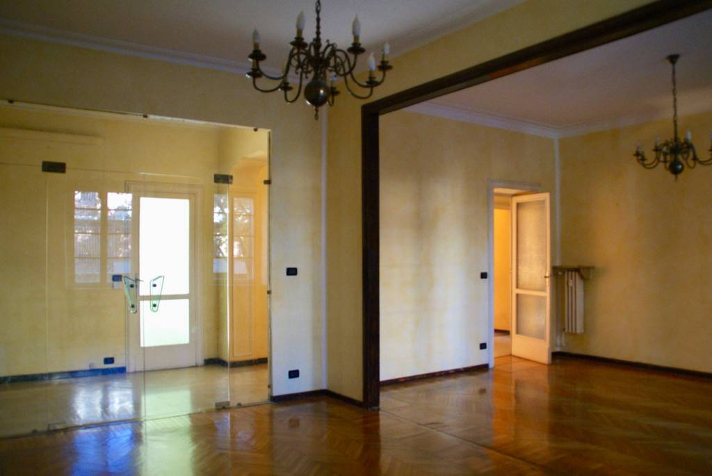 Appartamento parzialmente arredato in affitto Rif. 8110047