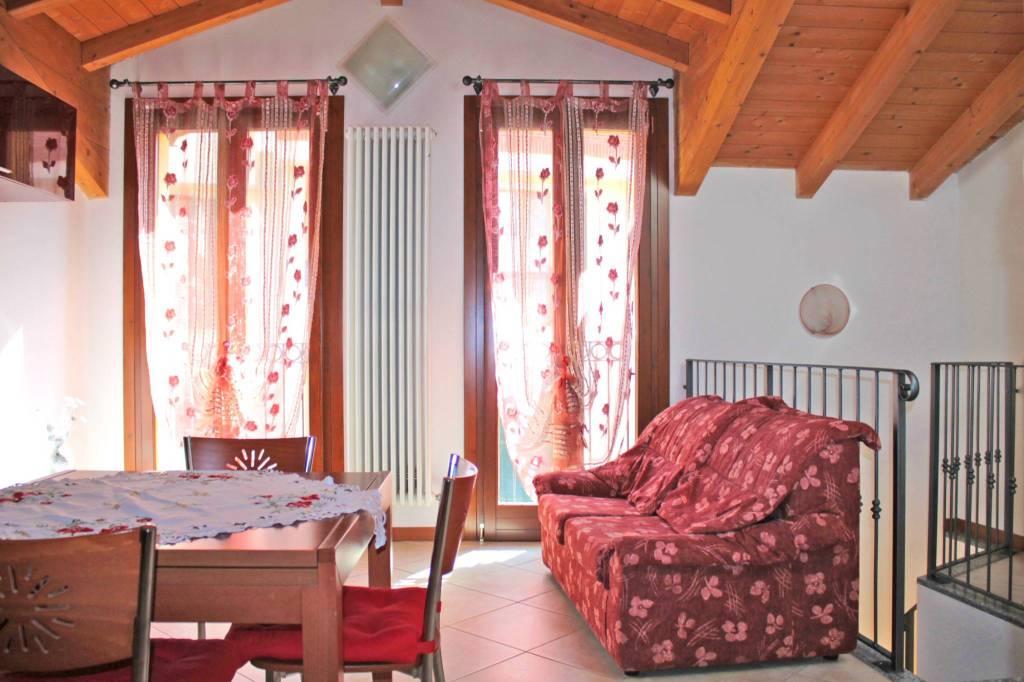 Appartamento in ottime condizioni parzialmente arredato in vendita Rif. 8960480