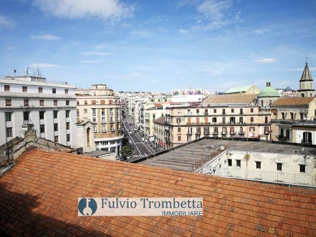 Appartamento in vendita 2 vani 60 mq.  via Medina Napoli