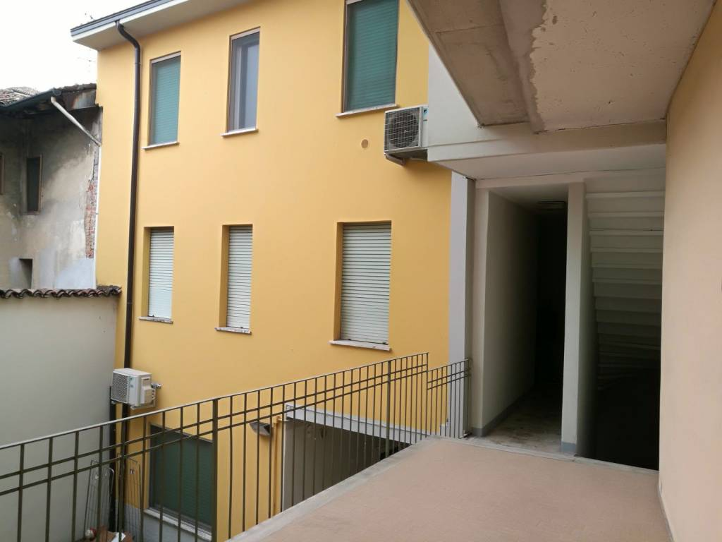 Appartamento in vendita a Caravaggio, 4 locali, prezzo € 99.000 | PortaleAgenzieImmobiliari.it