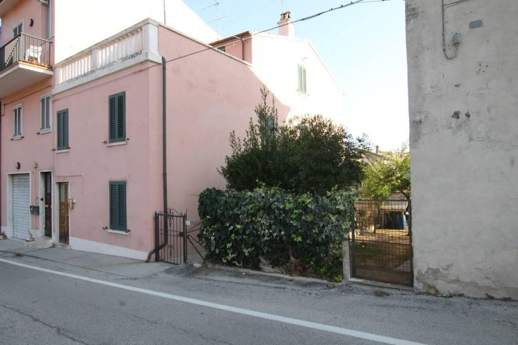 Casa indipendente quadrilocale in vendita a Fermo (FM)