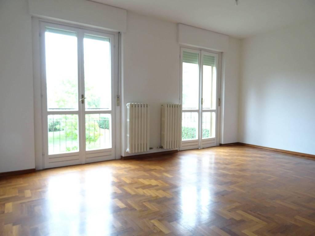 Appartamento in buone condizioni in vendita Rif. 8254449