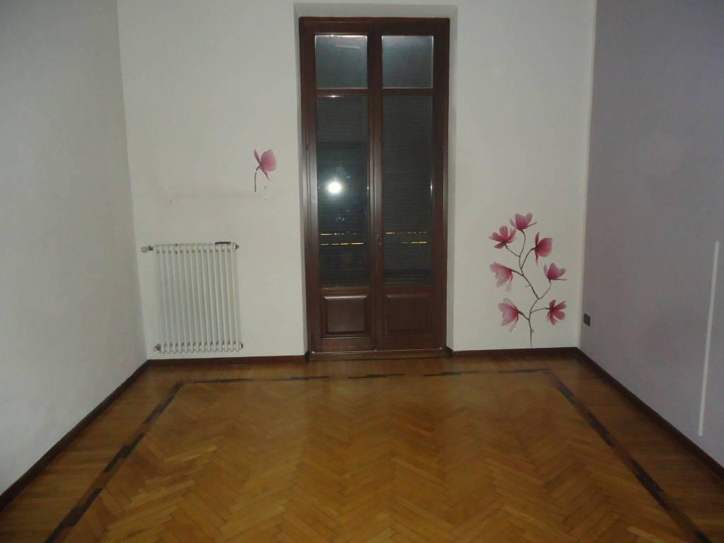 Appartamento in buone condizioni in affitto Rif. 8256492