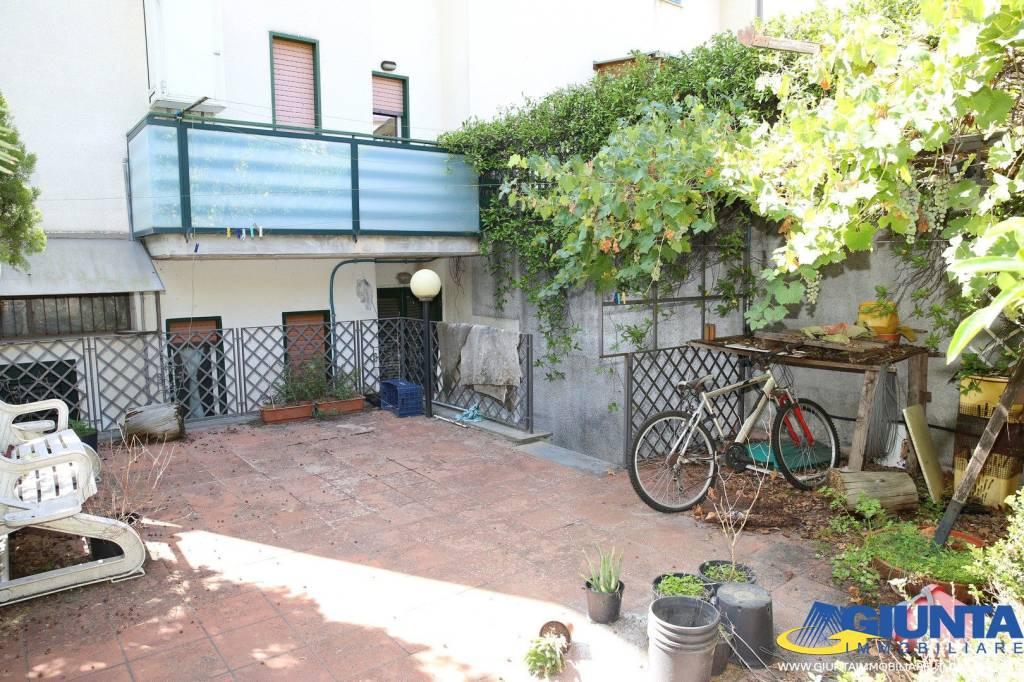 Nicolosi, bivani arredato + terrazzo