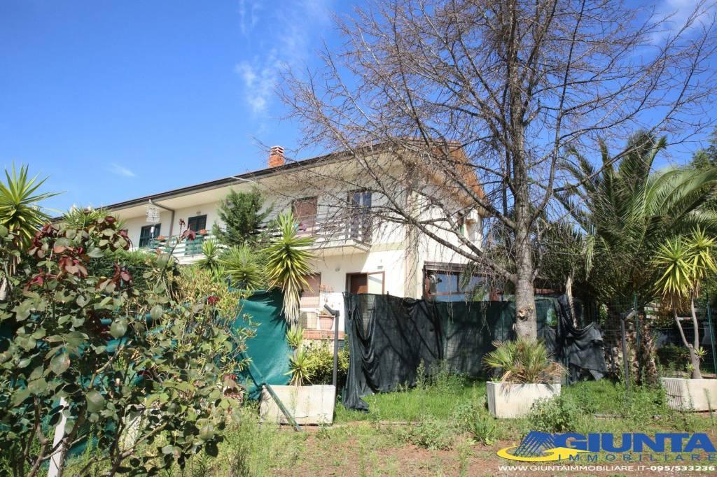 Nicolosi, Villa arredata + giardino 60 mq