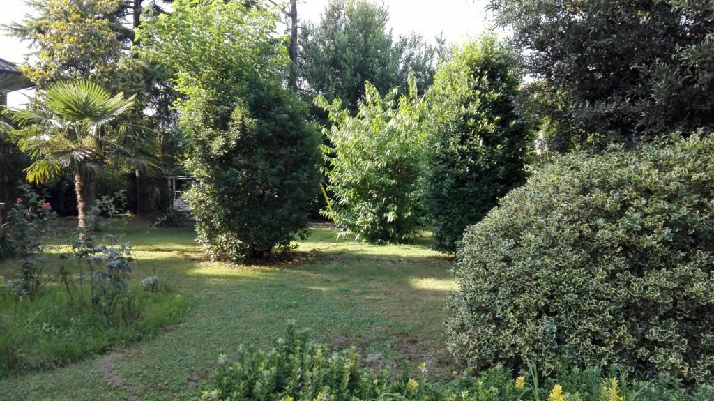 Negozio-locale in Affitto a Ravenna Centro: 800 mq