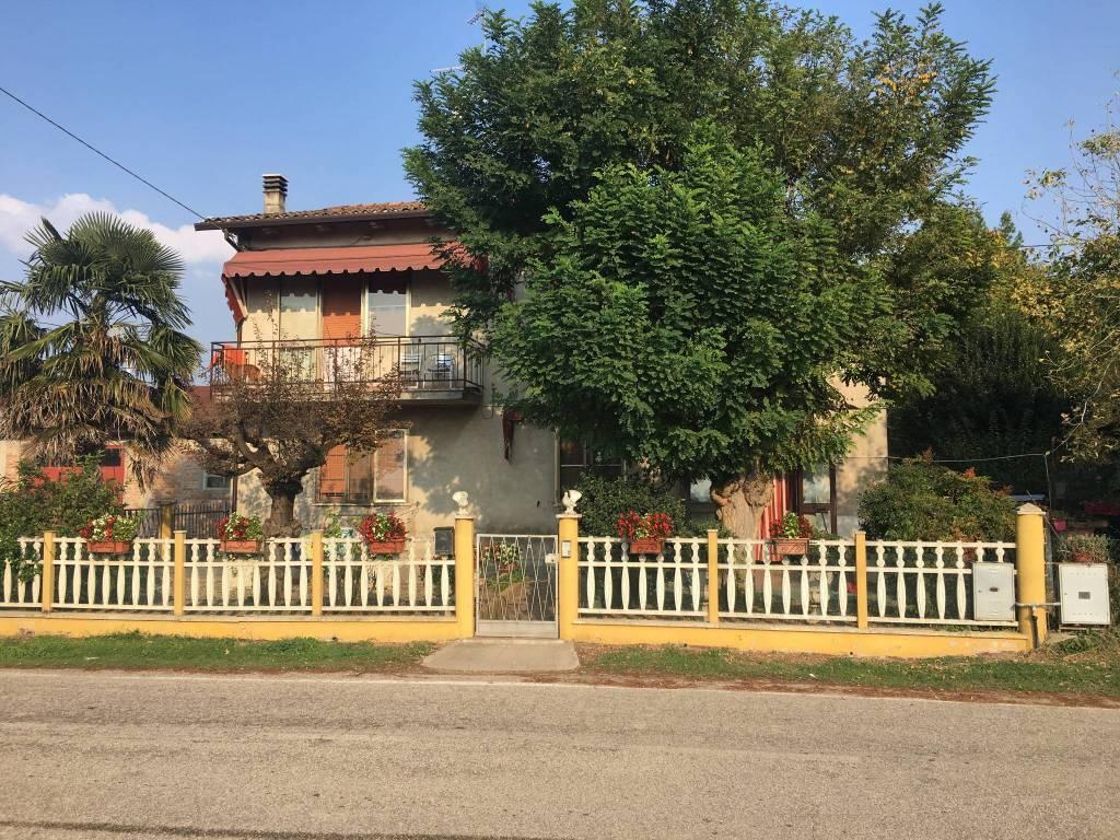 villa singola con magazzino Bondeno