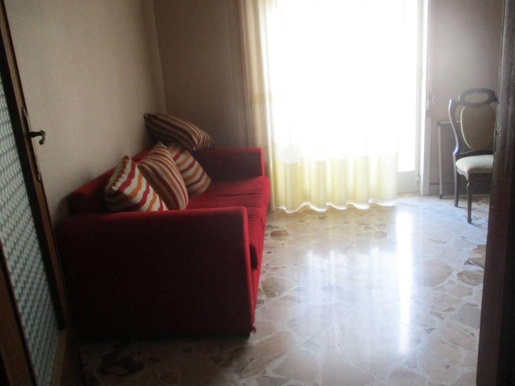Appartamento in buone condizioni in affitto Rif. 8254086